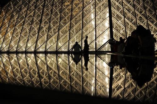 Le Louvre de nuit